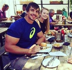 Eben Etzebeth is a South African international rugby player. He currently plays for the Stormers South African Rugby Players, Eben Etzebeth, International Rugby, Rugby Men, Beefy Men, African Men, Men Looks, Biceps, Physique