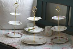 DIY  3 Tier Tea & Cupcake Stands made from thrifted plates  http://tirilhauan.net / Sitrende.net