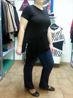 envie de confort tout en  restant féminine aujourd'hui, j'enfile mes ballerines (dispo en compensées du 41 au 44 à 19.99€ ICI ) mon jeans slim stretch taille haute ( en plusieurs coloris du 46/48 au 54/56 ICI ) et un petit tee shirt noir tout simple, avec un joli noeud sur la hanche, j'adore! et c'est parti pour une journée de folie!