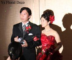 こちらのおふたりのお色直しのときのご様子です。清楚な白ドレスから、情熱的な赤ドレスへとイメージチェンジ。大人っぽい雰囲気もプラスされて素敵です。華やかな後... Strapless Dress Formal, Formal Dresses, Bride, Floral, Color, Fashion, Dresses For Formal, Moda, Colour