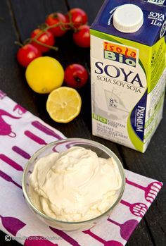 Maioneza fara oua a fost o surpriza placuta: se pregateste foarte repede, fara riscul de a se taia si este tare gustoasa. In reteta de mai jos este pregatita cu lapte de soia, dar merge si cu lapte de vaca – se pregateste in acelasi mod. INGREDIENTE: 150 ml lapte de soia 300 ml ulei … Vegan Foods, Vegan Vegetarian, Veg Recipes, Healthy Recipes, Baby Dishes, Good Food, Yummy Food, Romanian Food, Herbal Remedies