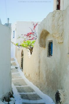 Close-to-oia-village-finikia-santorini-greece-002