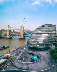 A clear blue day in London. Find out what sights to see in the city, England London View, London Tours, London Bridge, London Travel, England And Scotland, England Uk, London England, Places To Travel, Places To Visit