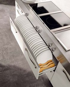 Plate storage drawer