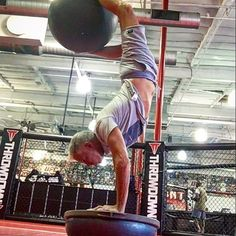 I have to get creative with my practice #yogaeverydamnday #silverbeachfox #yogafit #bosuballhandstand #handstandjunkie #handstand365_2017