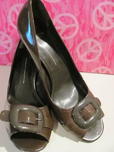 FRANCO SARTO    THE ARTISTS COLLECTION    LEATHER PUMPS    MINT CONDITION FOR    PREOWNED    JUST TRIED ON    BEAUTIFUL SHOES    SIZE 10N    3 IN HEELS    PEEK A BOO TOE    BUCKLE ON TOP    WONDERFUL ADDITION    TO YOUR WARDROBE