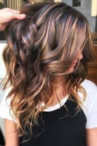 Ribbon Highlights Are The Latest Hair Trend We're Obsessed With Brunette Hair Color, Hair Color And Cut, Brown Hair Colors, Spring Hair Colour, Winter Hair Colors, Rose Hair Color, Dark Colors, Latest Hair Trends, Fall Hair Trends, Hair Trends 2018