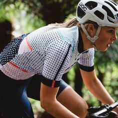 Looking For Quality in a Bicycle Jersey - Cycling Whirl Cycling Girls, Cycling Wear, Cycling Outfit, Cycling Helmet, Cycling Clothing, Road Cycling, Women's Cycling Jersey, Cycling Jerseys, Triathlon