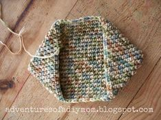 crochet easy How to Crochet a Hotpad - Super easy version! - Learn how crochet a hotpad, the way my grandma taught me. Perfect for beginners, these hotpads are made using just a chain stitch and a single crochet stitch. Crochet Hot Pads, Crochet Towel, Knit Or Crochet, Crochet Crafts, Easy Crochet, Crochet Projects, Free Crochet, Crochet Birds, Crochet Food