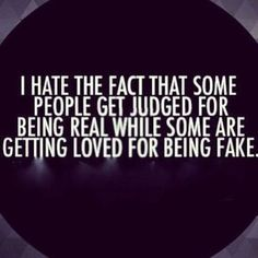Meilleurs Citations De Jalousie : Fake Family Quotes I hate the fact that some people get judged for being real wh… True Quotes, Great Quotes, Funny Quotes, Inspirational Quotes, Quotes Quotes, Mask Quotes, Honest Quotes, Super Quotes, It's Funny