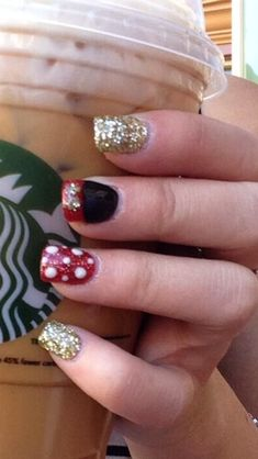 Having short nails is extremely practical. The problem is so many nail art and manicure designs that you'll find online Ongles Mickey Mouse, Minnie Mouse Nails, Mickey Nails, Nail Art Designs, Disney Nail Designs, Nails Design, Nail Art Disney, Disney Toe Nails, Disney Toes
