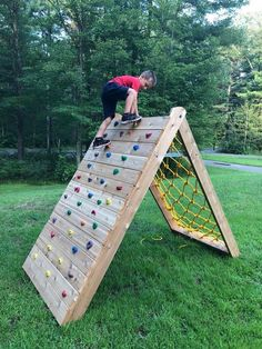 Children's Climbing Wall - The Best Outdoor Play Area Ideas Kids Outdoor Play, Kids Play Area, Backyard For Kids, Backyard Games, Outdoor Fun, Backyard Obstacle Course, Kids Obstacle Course, Outdoor Play Spaces, Diy Outdoor Toys