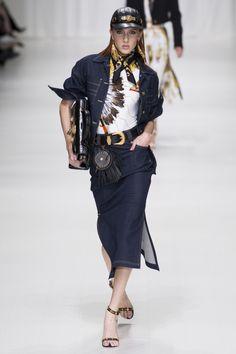 Versace  #VogueRussia #readytowear #rtw #springsummer2018 #Versace #VogueCollections