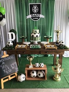 Today you will learn to organize and decorate the best children's party with a soccer theme, because we attach an idea for every detail. Decoration of a Soccer Party Favors, Soccer Birthday Parties, Football Birthday, Boy Birthday, Party Centerpieces, Birthday Party Decorations, Football Themes, Childrens Party, Halloween