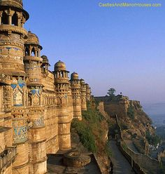 Gwalior Qila, Gwalior, Madhya Pradesh, India--Gwalior Fort is an hill fort in central India. The fort consists of a defensive structure and two main palaces, Gurjari Mahal and Man Mandir. Photo D'architecture, Fake Photo, Castle Parts, Castle Pictures, Site Archéologique, Indian Architecture, Famous Castles, North India, Madhya Pradesh
