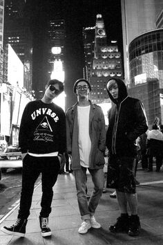 Himchan, Yongguk and Jongup ♥ ahh!!  I live for major world cities.. seeing pics of gorgeous Asian guys in front of a  beautiful big city skyline... that's my natural habitat, right there.. just makes me ache..