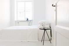 MyDubio / House of the week: minimal Scandinavian interior // Home Bedroom, Modern Bedroom, Bedroom Decor, Minimal Bedroom, Master Bedroom, Clean Bedroom, Bedroom Interiors, Bedroom Ideas, All White Bedroom