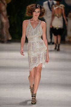 Relembre a carreira de modelo de Camila Queiroz, a Angel de 'Verdades Secretas'