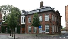 Hoekhuis naar ontwerp van Charles Nissens - Erfgoedobjecten - Inventaris Onroerend Erfgoed Woning van Vrederechter Theodoor De Decker, Dokter Declercq,  nadien door zijn dochter die met een architect gehuwd was.