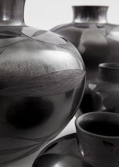 Bold and black Ceramic Clay, Ceramic Pottery, Pottery Art, Clay Design, Ceramic Design, African Pottery, African Design, African Style, African Interior