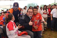 En Veracruz trabajamos para generar mejores condiciones de bienestar y de desarrollo para todos los ciudadanos, principalmente para las nuevas generaciones, niños y jóvenes que representan el futuro del país, aseguró el Gobernador del Estado al entregar el Estadio Deportivo Yanga.