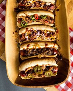 This cowboy hot dog bar is great for a party, birthday or wedding. Take a look at these hot dog bar ideas. Best Bbq Recipes, Summer Grilling Recipes, Dog Recipes, Cooking Recipes, Picnic Recipes, Picnic Ideas, Picnic Foods, Cake Recipes, Hot Dog Toppings