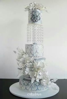 Unique wedding cake design (=)