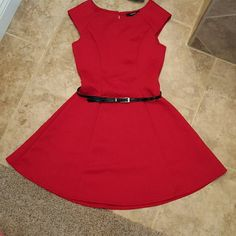 Red swift dess nice fit, light weight Forever 21 Dresses Midi