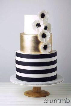 18 Inspiring Ideas For Black And White Wedding Cakes ❤ See more: http://www.weddingforward.com/black-and-white-wedding-cakes/ #wedding #cakes