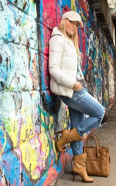 Winter-spring look: slashed knee jeans and high heels jeans Body Training, Relaxing Day, Winter Springs, Spring Looks, Outfit Posts, Hunters, Outfit Of The Day, That Look, Glow