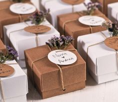 Lavender & Kraft A match made in heaven for your weddding favour boxes! Lavender & Kraft A match made in heaven for your weddding favour boxes! Wedding Favors And Gifts, Wedding Gift Boxes, Diy Wedding, Wedding Favor Tags, Candle Packaging, Gift Packaging, Creative Gift Wrapping, Creative Gifts, Wedding Doorgift