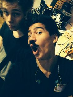 When I say cake I mean these guys are brothers, or it's just a picture of these lads I don't romantically ship them