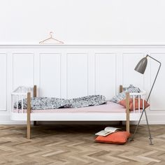 This wonderful Contemporary Wood Single Bed in Oak and White, from Oliver Furniture, has a beautiful Nordic design; part of their Wood collection, its timeless Oliver Furniture, Kids Bedroom Furniture, Sofa Cama Individual, Kids Bed Design, Low Loft Beds, High Beds, Junior Bed, Bed With Drawers, Childrens Beds