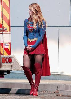 Check out these CBS Supergirl set photos featuring Melissa Benoist aka Supergirl in action. Are you guys excited for Supergirl? Dc Comics, Comics Girls, Marvel Dc, Melissa Marie Benoist, Melissa Benoist Legs, Melissa Benoist Bikini, Supergirl Tv, Supergirl Halloween, Melissa Supergirl