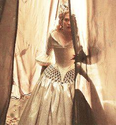 """Léa Seydoux - """"La Belle et la Bête"""" - Christopher Ganz (2014) .gif"""