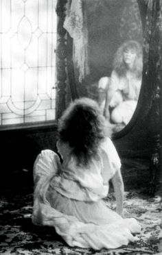 """Stevie Nicks- Fleetwood Mac """"Gypsy"""" video One of my all times fav videos/song of hers. Her fashion and singing styles were ahead of their time. Lindsey Buckingham, Buckingham Nicks, Lou Doillon, Brigitte Bardot, Stephanie Lynn, Stevie Nicks Fleetwood Mac, We Will Rock You, White Witch, Look Vintage"""