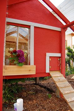sweet backyard coop - I want windowboxes on mine!