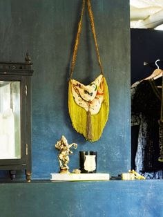 Bohemian Bedroom: A fringed purse and a statue of the Hindu deity Ganesha decorate a tropical bedroom in India. Hippie Chic Bedrooms, Tropical Bedrooms, Bedroom Photos, Bedroom Ideas, Blog Deco, Down South, Tropical Vibes, St Thomas, Decoration