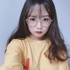 Cute Japanese Girl, Cute Korean Girl, Cute Young Girl, Cute Girls, Girl Photo Poses, Girl Photos, Cool Avatars, Girl Fashion, Cute Fashion