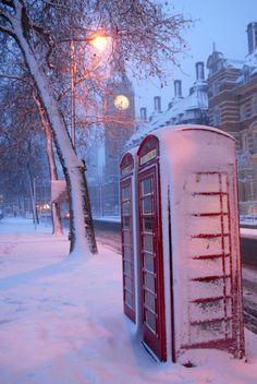 February snow in London by Ken Boutayre