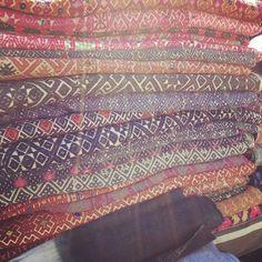greige: interior design ideas and inspiration for the transitional home by christina fluegge: Vintage found. Textile Prints, Textile Design, Fabric Patterns, Print Patterns, Transitional House, Antique Stores, Vintage Textiles, Designer Pillow, Home Textile