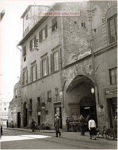 Risanamento del quartiere di Santa Croce, ricostruzione anni '50. Via dell' Oriuolo e l'Arco di San Pierino.