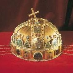 St. Stephen's crown Byzantine Gold, Renaissance Jewelry, Tiaras And Crowns, Hungary, Budapest, Headpiece, Vikings, Christmas Bulbs, Royalty