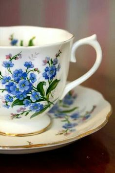 ♥ I would love to find a teacup and saucer like this to add to my collection.  Forget-me-nots are some of my favorite flowers.