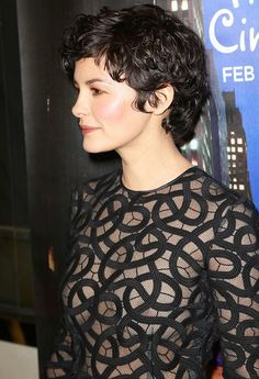 Neueste Kurze Lockige Frisuren für Spaß Stil Latest Short Curly Hairstyles for Fun Style Nis 2017 admin New Hairstyles 0 Curly hair is one of the most fun hair types that can be worn. Short Relaxed Hairstyles, Haircuts For Curly Hair, Curly Hair Cuts, Short Hairstyles For Women, Curly Hair Styles, Fun Hairstyles, Short Haircuts, Medium Hairstyles, Hairstyle Ideas
