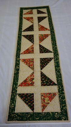 confeccionado com tecido natalino,de excelente quqlidade,pré encolhido,cores firmes.  Estruturado com manta acrílica e quilt reto. R$ 50,32