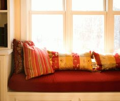 healthy living articles and city guides - tuja wellness Window Seat Cushions, Window Benches, Bench Cushions, Banquettes, Living Room On A Budget, Living Room Decor, Wellness, Modern House Design, Decoration