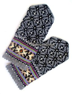 Hand knitted wool mittens Patterned mittens by MittensSocksShop Knitted Mittens Pattern, Knit Mittens, Knitting Socks, Hand Knitting, Wool Gloves, Knitted Gloves, Wrist Warmers, Hand Warmers, Monochrome
