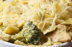 Aprenda a fazer o macarrão com frango cremoso e brócolis:   Esta receita de macarrão com frango cremoso e brócolis de uma panela só é muito simples e prática