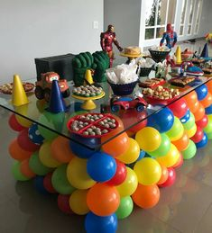 Love the balloon table for a children's party. 1st Birthday Parties, Birthday Party Decorations, Birthday Ideas, Deco Ballon, Superhero Party, Baby Party, Childrens Party, Balloon Decorations, Party Planning